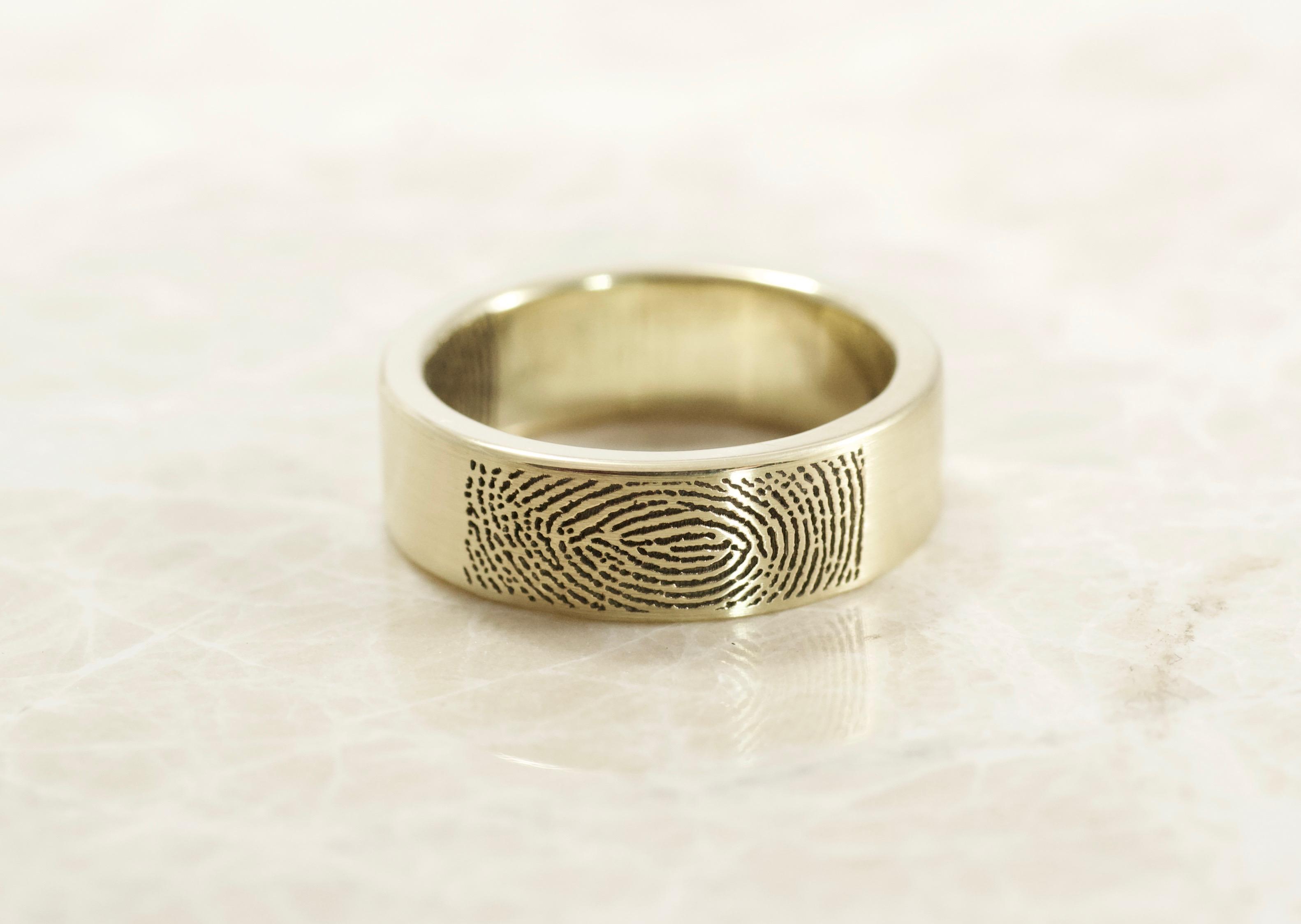 Custom Flat band in yellow gold fingerprint with your fingerprint